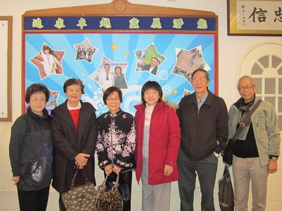 一九五六及五七年畢業校友一行五心於二零一二年二月八日探訪母校。
